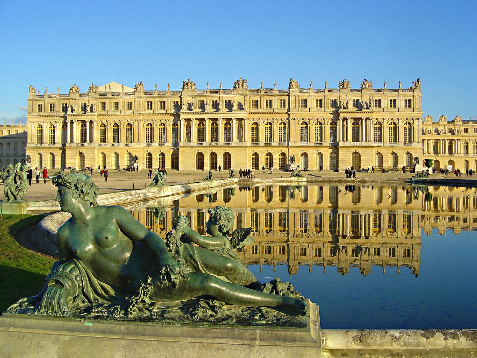 statue du chateau de versailles